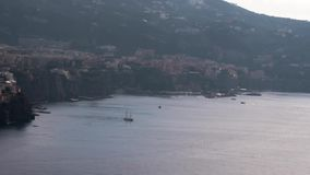 Meta, Sorrento, port zatoka, comune Naples, podróż, hotele, piękne chmury Podróżuje Europa, Italy wakacje, czasu upływ zbiory