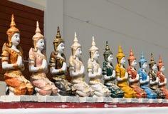 Meta statyn för att ordna på den thai tempelväggen. Arkivbild