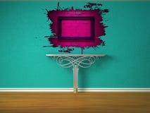 Metaal console-lijst en roze plonsgat Stock Foto's