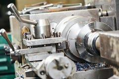Metaal die door draaibank machinaal bewerken aan te zetten Stock Afbeelding