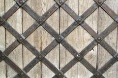 Metaal gepantserde houten deur Stock Foto's