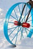 Het detail van het metaal in de vorm van een fietswiel Stock Foto's