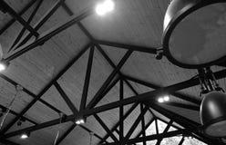 Metaal het dakbovenkant van de bouwstructuur in zwart-wit royalty-vrije stock foto