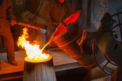 Metaal het gieten in de workshop Royalty-vrije Stock Afbeelding