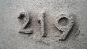 Metaal nummer 219 Textuur van roestig metaal in de vorm van cijfers 219 Stock Fotografie
