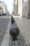 Metaal om barrière in de steenstraat. Stock Fotografie