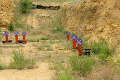 Metaal oranje doelstellingen bij de het schieten waaier Het doel van de peperpopcornpan royalty-vrije stock foto's