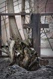 Metaal uitstekend houten kruis Stock Afbeeldingen