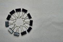 Metaal Zwarte Bindmiddelenpaperclippen royalty-vrije stock foto's