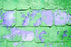 Metaalachtergrond met gehamerde metaalplaten met klinknagels op de metaaloppervlakte met schilverf Stock Fotografie