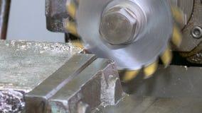 Metaalbewerkende CNC malenmachine 2 stock videobeelden