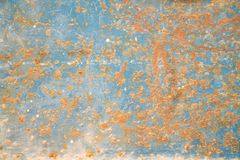 Metaaldeur met roest, barst en oude losse blauwe verftextuur Architect, stukken stock foto