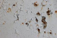 Metaaldeur met roest, barst en oude losse witte verftextuur Stock Foto