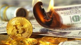 Metaalmodel van Digitale Cryptocurrency tegen het Branden van Dollar stock footage