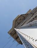 Metaalontwerpen binnen van een toren van ropeway in Barcelona, Spanje royalty-vrije stock afbeelding