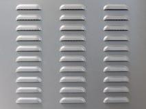 Metaaloppervlakte met de perforatie van de luchtopening stock afbeelding