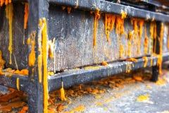 Metaalplanken met gesmolten Kaars stock foto's