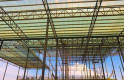 Metaalstaal en de structuur van het aluminiumkader voor fabriek en pakhuisbouwnijverheid stock afbeeldingen