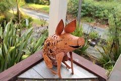 Metaalwerf Art Pig Stock Afbeeldingen