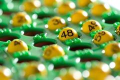 Metade da placa do Bingo enchida com os números Imagens de Stock Royalty Free