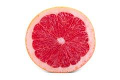 Metade da toranja cor-de-rosa fresca completamente das vitaminas, isolado em um fundo branco Citrinas suculentas, maduras, orgâni Imagens de Stock Royalty Free