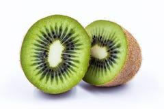 A metade do fruto de quivi isolada no branco isolou o fundo Imagem de Stock Royalty Free