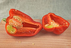 Metade dois da pimenta doce vermelha Foto de Stock