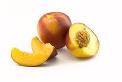 Metade e seções da nectarina Foto de Stock Royalty Free