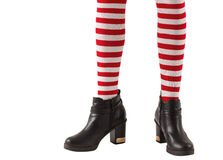 Metade inferior de peúgas e de botas vestindo do stripey da menina Fotografia de Stock Royalty Free