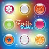Metade misturada frutos cortados em bolhas de ar Fotografia de Stock