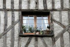A metade suportou a casa nas excursões, france, detalhe fotografia de stock royalty free