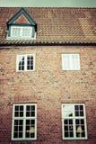A metade suportou a casa tradicional no ribe Dinamarca Fotos de Stock