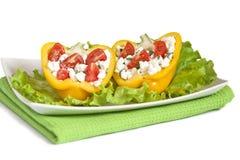 Metades da pimenta com salada Imagens de Stock