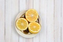 Metades do limão na bacia Fotografia de Stock