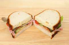 Metades do sanduíche na placa de desbastamento Fotografia de Stock Royalty Free