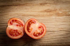 Metades frescas do tomate fotografia de stock