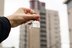 Metafora dei servizi immobili in alloggi nuovi Fotografia Stock