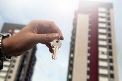 Metafora dei servizi immobili in alloggi nuovi Fotografia Stock Libera da Diritti