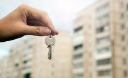 Metafora dei servizi immobili in alloggi nuovi Fotografie Stock Libere da Diritti