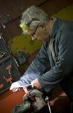 Metalúrgico en su taller Imágenes de archivo libres de regalías