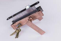 Metal аксессуары для дверей на белой предпосылке Стоковые Изображения RF