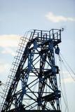 Metal башня извлечения газа и масла против неба Стоковое Фото