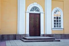 Metal двери правоверного собора Святых Питера и Пола в Petropavl, северном Казахстане Стоковая Фотография