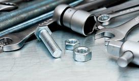 Metal инструменты и элементы отладки на поцарапанное Стоковое Изображение RF