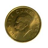 Metal монетки 100 лир Турции изолированной на белой предпосылке Стоковое фото RF