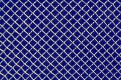 Metal решетка сетки или алюминия на черной предпосылке стоковая фотография rf