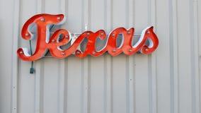 Metal слово стены Техаса для того чтобы повиснуть и осветить вверх стоковое фото rf