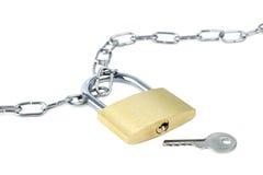 Metal цепь, запертый padlock и ключ Стоковое Фото