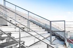 Metal часть загородки загородки решетки металла на стадионе раздела Стоковая Фотография RF