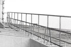 Metal часть загородки загородки решетки металла на стадионе раздела Стоковое Фото